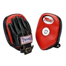 TWINS FUNDAMENTAL FOCUS MITT W / BUCKLE